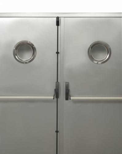 Двери двустворчатые промышленные противопожарные с остеклением. Антипаника, дверные доводчиками. ЕІ от 30 до 90 минут.