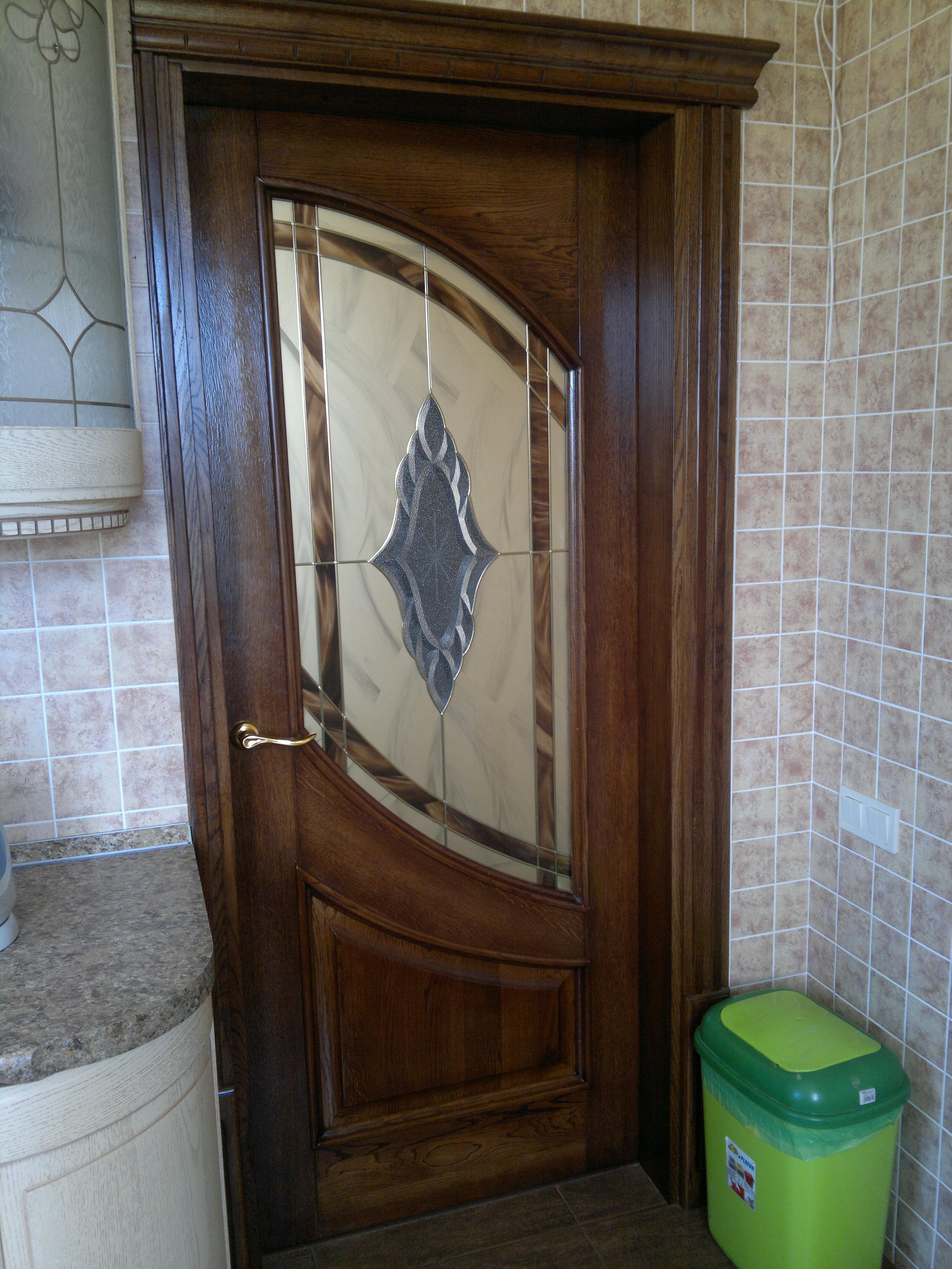 Двери из массива Дуба, с клееным Витражом.