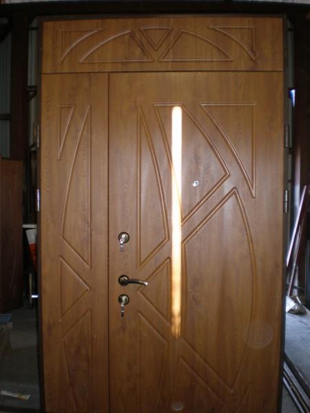 Двері металеві вхідні з мдф накладками розміром 1300х2500 з фрамугою