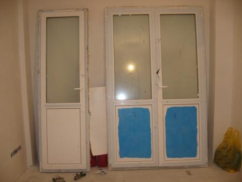 Двери металлопластиковые-3 -х камерный профиль Виконда-классик, балконные белые. Энергосбережение. Размер 700х2100.