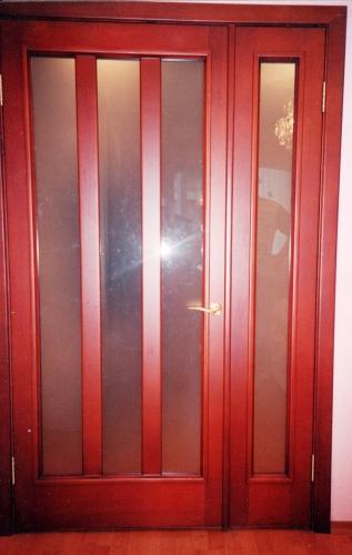 Двери межкомнатные, входные с филенками коробкой и наличником.