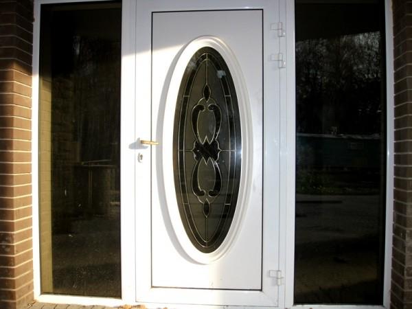 Двері різних категорій з декоративними ПВХ панелями та вітражним склом.