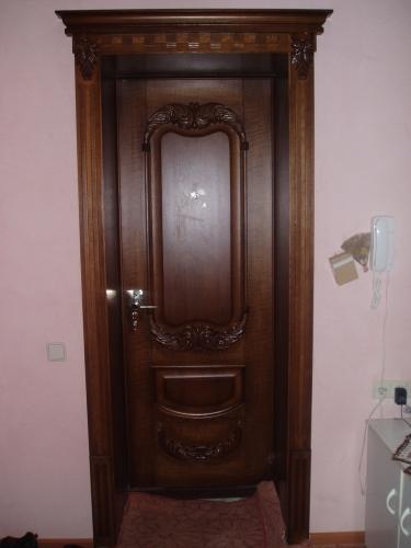 Двери с резными элементами
