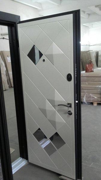 взломостойкая входная дверь зеркало