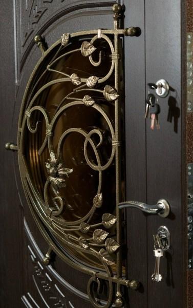 Двери входные со стеклом и ковкой