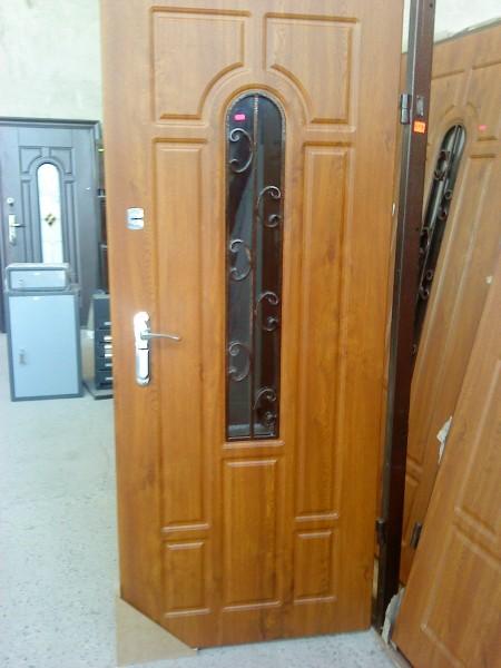 Двери входные со стеклопакетом и ковкой Украина. Стандартные и нестандартные решения .