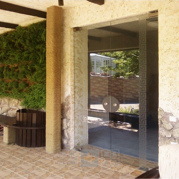 Двери входные стеклянные, двери маятниковые с доводчиком, фасадное остекление, витрины из закалённого стекла!