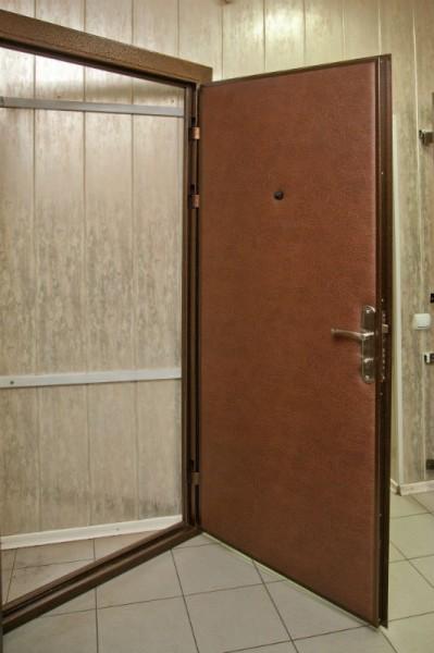 двери входные. толщ. металла 2мм, винилискожа0-18.