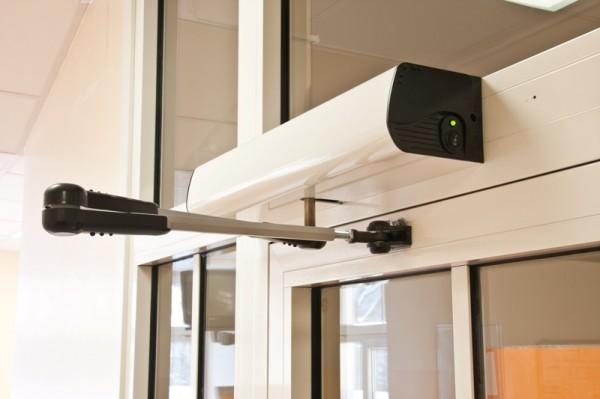 Дверная автоматика. Привод автоматических распашных дверей ISO Portalp (Франция)