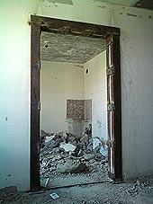 Дверные проемы в бетонных стенах. Демонтаж