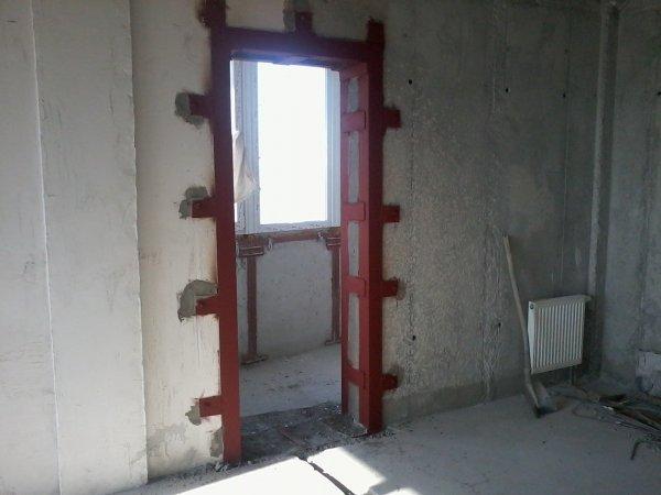 Дверной проем в бетонной стене (4-7см.) - выбить, пробить, вырезать в частном доме