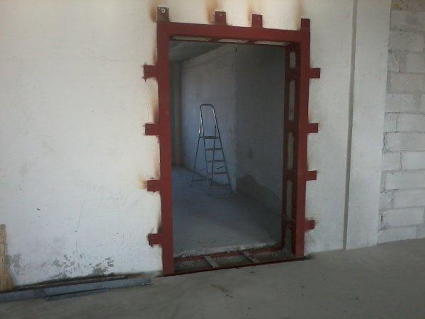 Дверной проем в кирпичной стене (45-65см.) - выбить, пробить, вырезать в частном доме