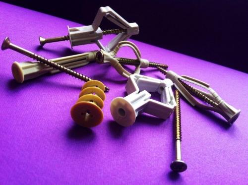 Дюбели для гипсокартонных систем молли, дрива и узелковые