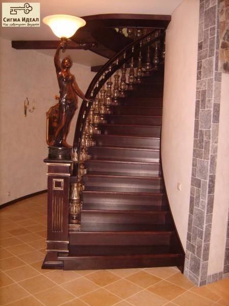 Эксклюзивная лестница с резным заходным столбом. Ручная работа