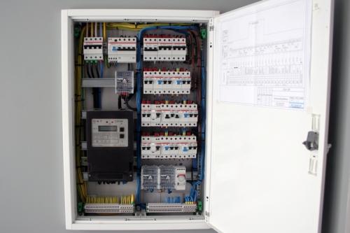 Электромонтажные работы -сборка щитов,прокладка кабелей,установка осветительных приборов,теплые полы....