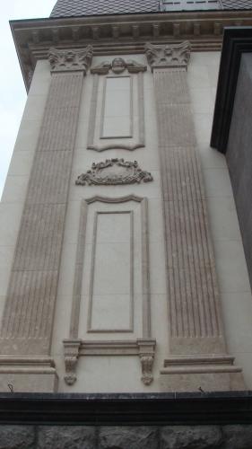 Фасад в мраморе Мраморный фасад. Облицовка фасада натуральными изделиями.