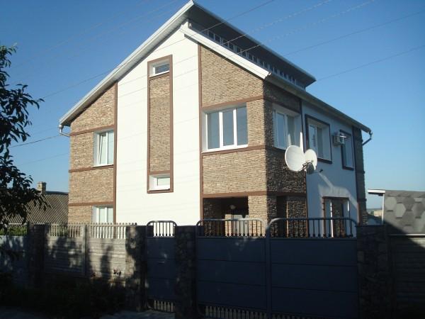 Фасадные работы выполнялись 2010г. .Декоративная штукатурка-стоимость =139,00(материал работа леса расходные материалы)