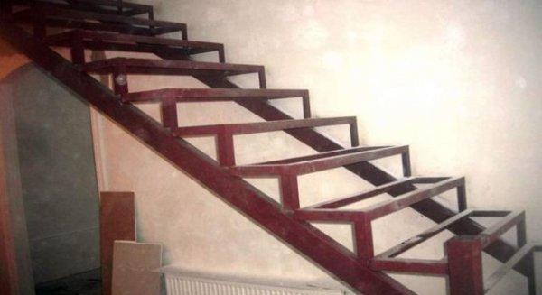 Фото  1 лестница под зашивку деревом 01 1910548