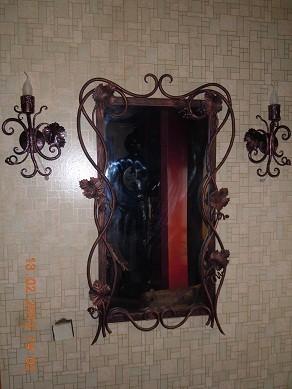 фирма Огненная кузница продает (кованое зеркало с бра)