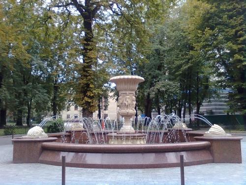 Фонтан из гранита. Гранитный и мраморный фонтан под заказ.