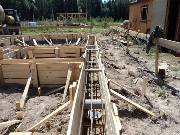 Фундаменты (установка опалубки армирование заливка) м3 от 700грн привозной бетон