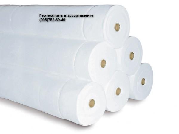 Геотекстиль иглопробивной фильерный. Плотность 250г/м. кв. Ширина рулона 4,35х80м.