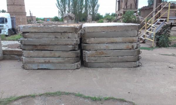 Плиты дорожные 3-2(18-20см) в отличном состоянии с доставкой по городу и области по самым низким ценам.
