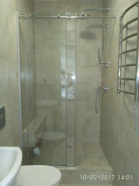Фото  1 Стеклянная шторка для душа в ванной 1835083