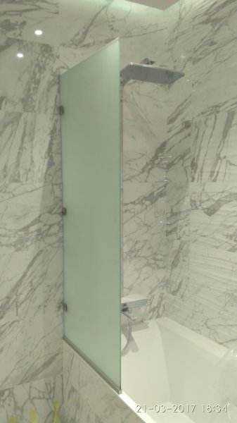 Фото  1 Стеклянное ограждение для ванны 1834923