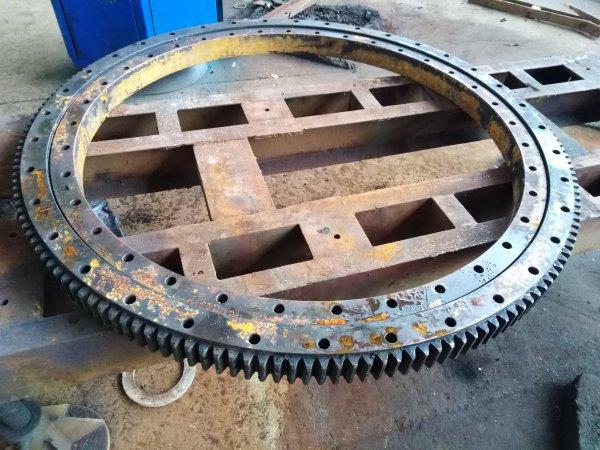 Фото  1 Ремонт механізму поворотного крану 2091326