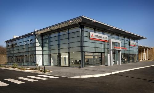 Изготавливаем и монтируем алюминиевые стеклянные фасады, с входными группами и окнами.