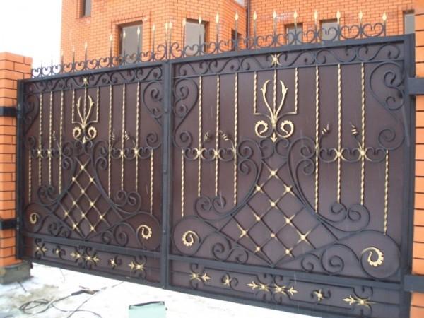 Изготовим кованные ворота (откатные или распашные) по вашим размерам и эскизам. Красиво и надежно. Автоматика для ворот.
