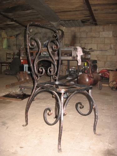 Изготовим кованую мебель любой сложности и любого дизайна.