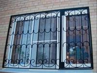 Изготовим металлические решетки на любой вкус, начиная от эконом, заканчивая конструкциями из кованых элементов.