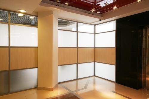 Изготовление и монтаж стеновых панелей, алюминиевых входных групп, офисных перегородок