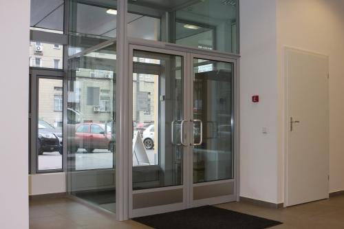 Изготовление и установка алюминиевых окон, дверей, алюминиевых входных групп, раздвижных дверей.