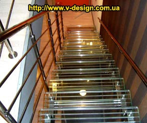 Изготовление лестниц из стекла и нержавеющей стали c подсветкой