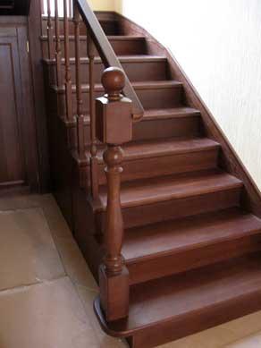 Изготовление лестниц под заказ из древесины твердых Украинских пород.