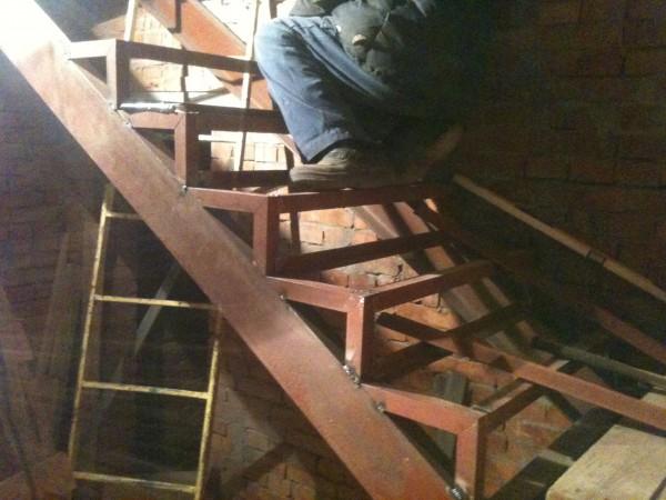 Изготовлю лестницу из металла любой сложности.