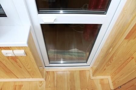 Качественный ремонт балконных дверей