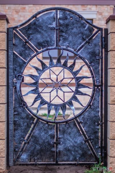 Калитки кованые в славянском стиле в Днепропетровске и в Украине от кузнечной мастерской Live metall