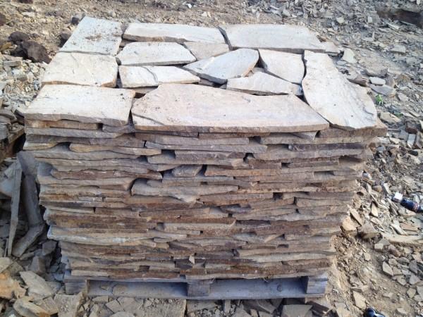 Камень коричневый толщина от 1см до 4 см, сортированный на поддоне, свыше 4 см погрузка навалом.