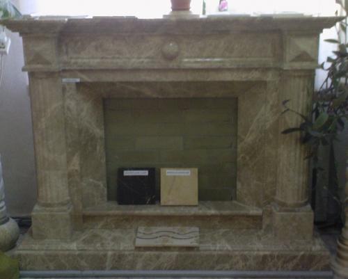камин с натуральными колоннами из мрамора имперадор лайт