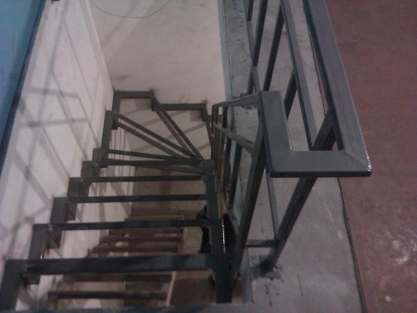 Каркасы лестниц из черного металла ( грунт). . .