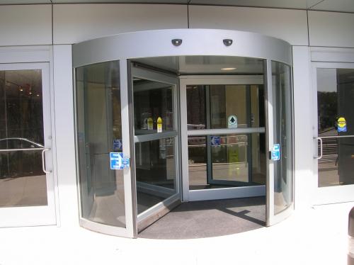 Карусельные автоматические двери