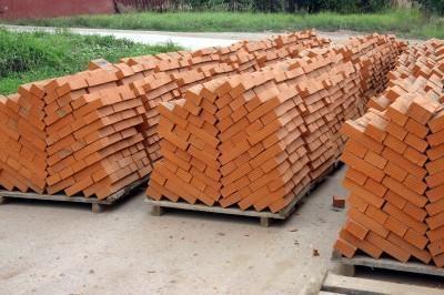 Кирпич в ассортименте, красный полнотелый, пустотелый, М-100, лицевой, СБК, М-150. доставка http://kirpich. prom. ua