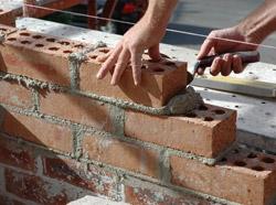 Кладка стен, перегородок, строительство домов из кирпича и шлакоблока.