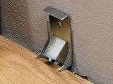 Фото  1 Крепления Quick-Step Clips под стандартный плинтус Quick-Step (клипсы) 875222