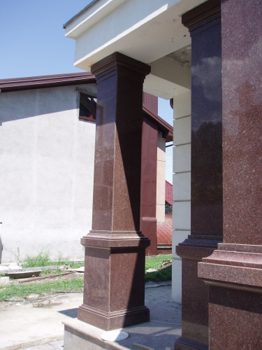 Колонна гранитная. Гранитная колонна. Колонны из гранита. Облицовка гранитом.