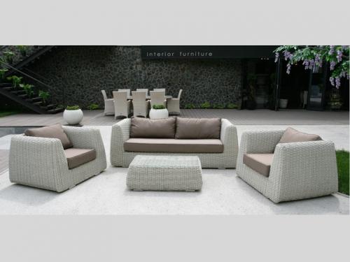 Комплект садовой мебели из искувственного ротанга: диван 2 кресла кофейный столик. Салон по адресу ул. Культуры, 26.